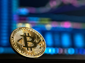 2018-05-12 15_53_07-Bitcoin vs Altcoins photo by Andre Francois (@silverhousehd) on Unsplash