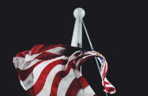 2019-07-02 21_02_34-American Flag Flagpole _ HD photo by Jake Ingle (@ingle_jake) on Unsplash