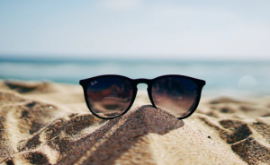 2019-07-22 08_23_38-RayBan sunglasses _ HD photo by Ethan Robertson (@ethanrobertson) on Unsplash