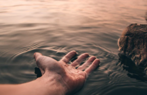 2019-09-18 09_11_20-Feeling the Water _ HD photo by Josh Hild (@joshhild) on Unsplash