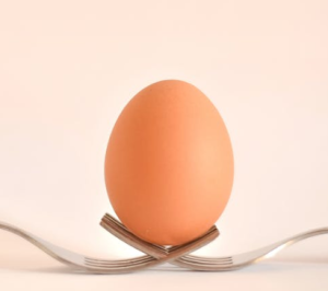 2019-11-02 17_22_24-Egg on Gray Stainless Steel Forks · Free Stock Photo