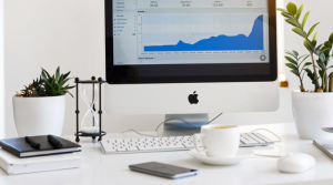 2020-01-05 21_23_02-Silver Imac Displaying Line Graph Placed on Desk · Free Stock Photo