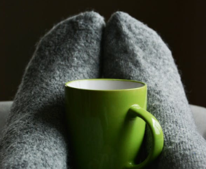 2020-01-23 09_04_53-Green Ceramic Mug on Person's Feet · Free Stock Photo