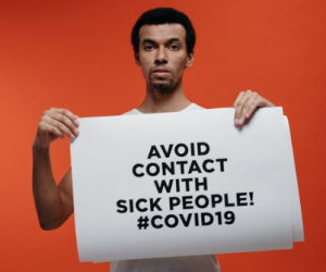 2020-03-18 19_33_49-Man Holding A Warning Sign About Coronavirus · Free Stock Photo