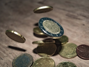 2017-05-07 12_52_55-Close-up of Coins on Table · Free Stock Photo