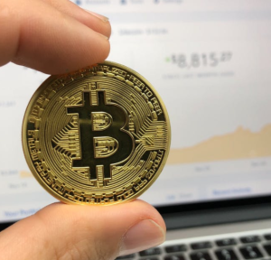 2018-01-02 19_36_39-Round Gold-colored Bitcoin · Free Stock Photo